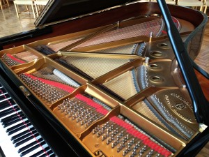 Steinway_grand_piano_interior